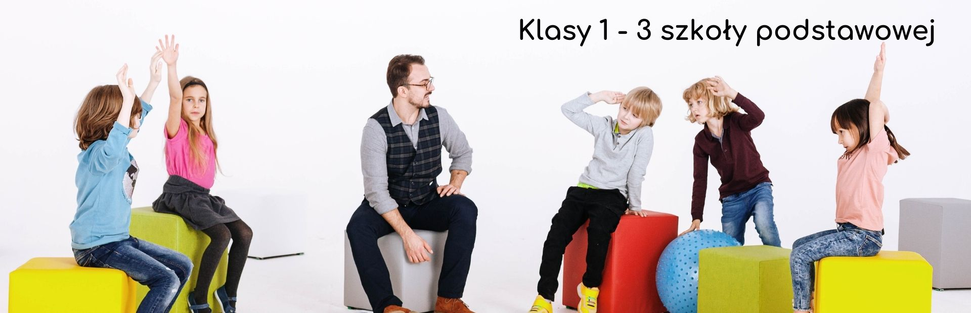 Zdjęcie wspólne dzieci klas z 1-3 wraz z prowadzącym